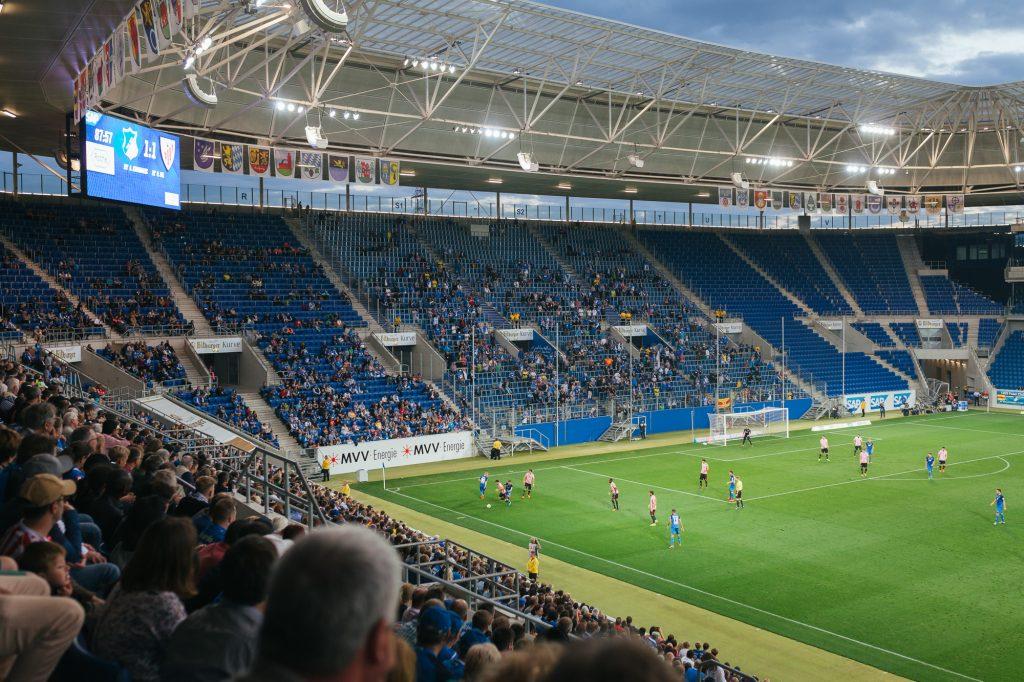 Spielszene Athletic Bilbao gegen TSV Hoffenheim.