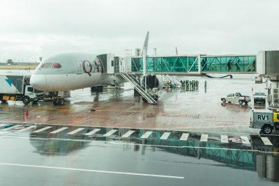 Qatar Airways Flugzeug auf dem Flughafen