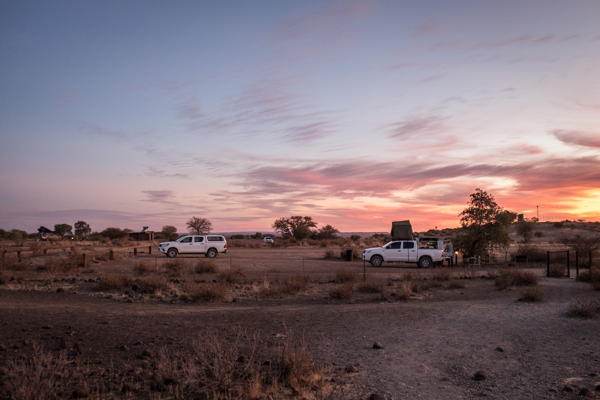 Sonnenuntergang im Quivertree Forest Rest Camp in Namibia