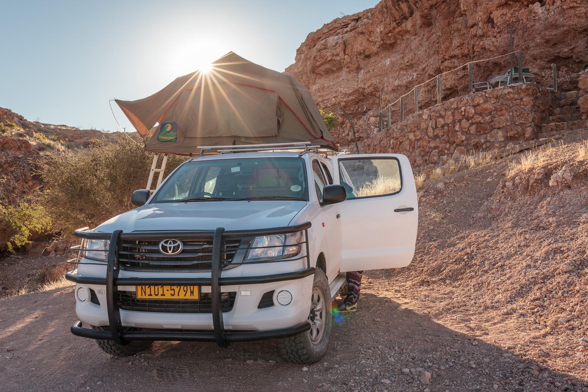 Sonnenaufgang Camping Toyata Hillux Dachzelt Wildmoor Nature Camp Namibia