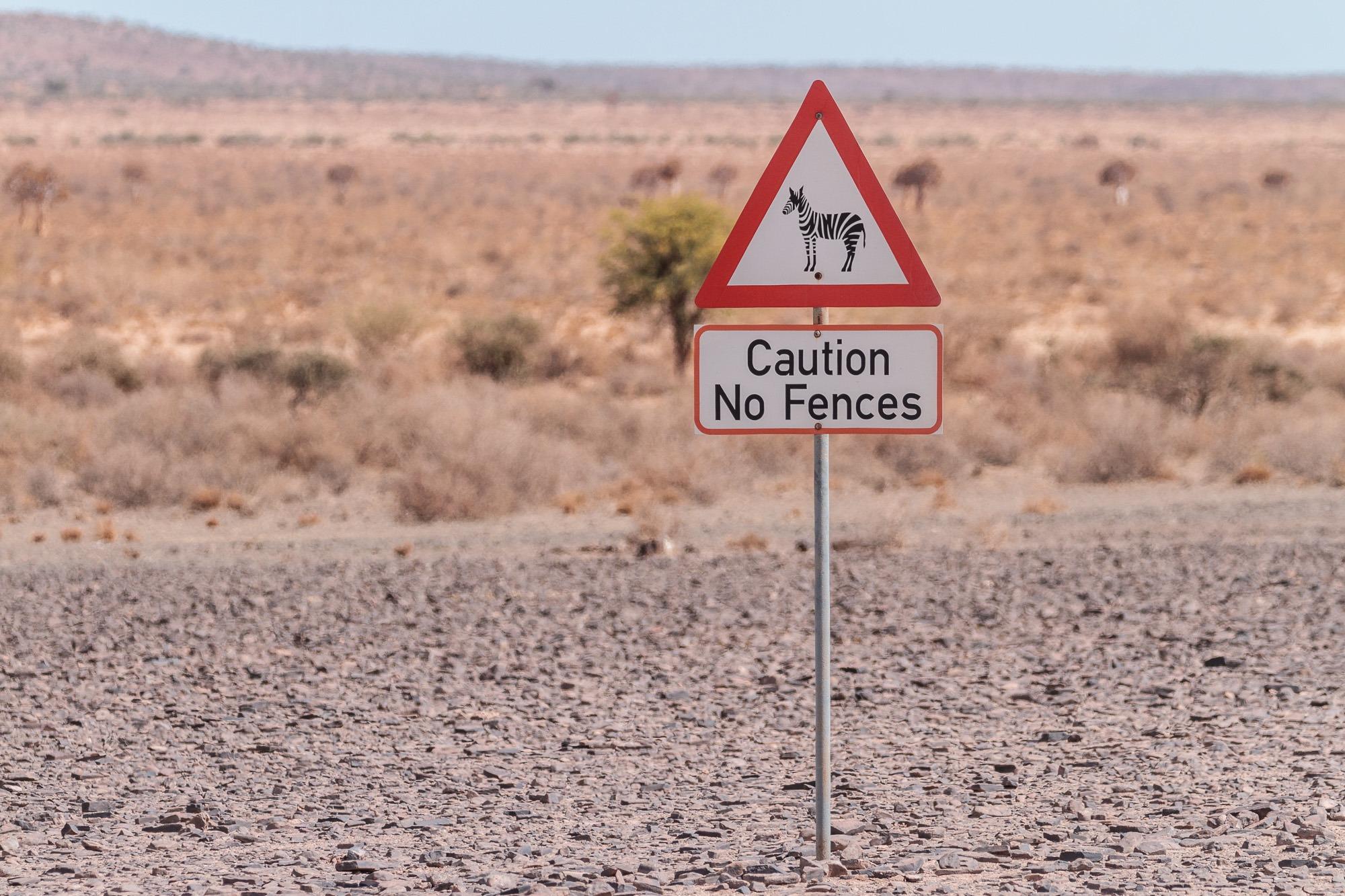 Strassenschild Vorsicht Zebras Schild Namibia