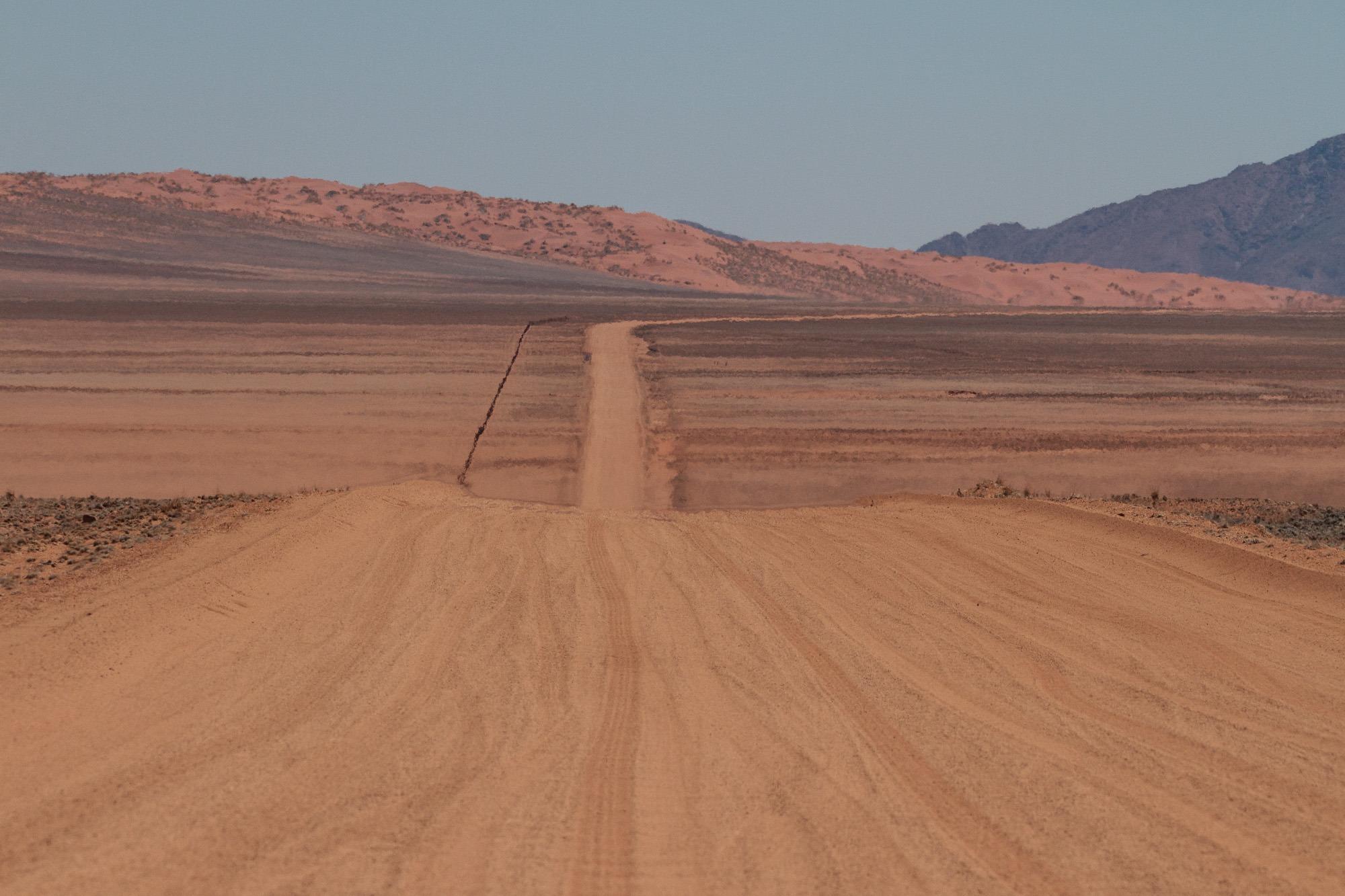 D707 durch die Namib Wüste in Namibia