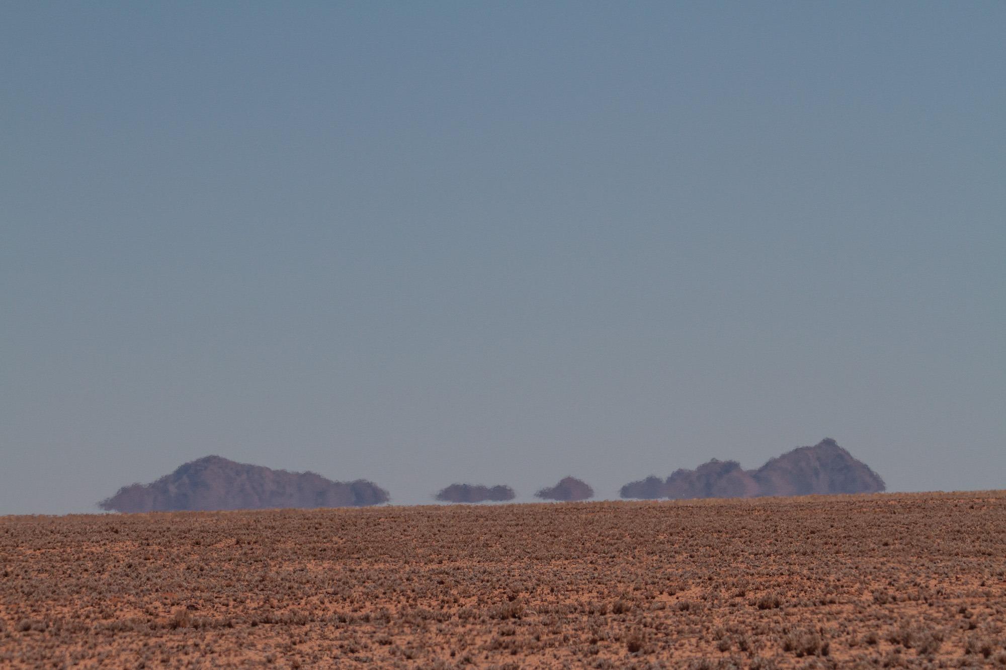 Hitzespiegelungen in der Namib Wüste Namibia