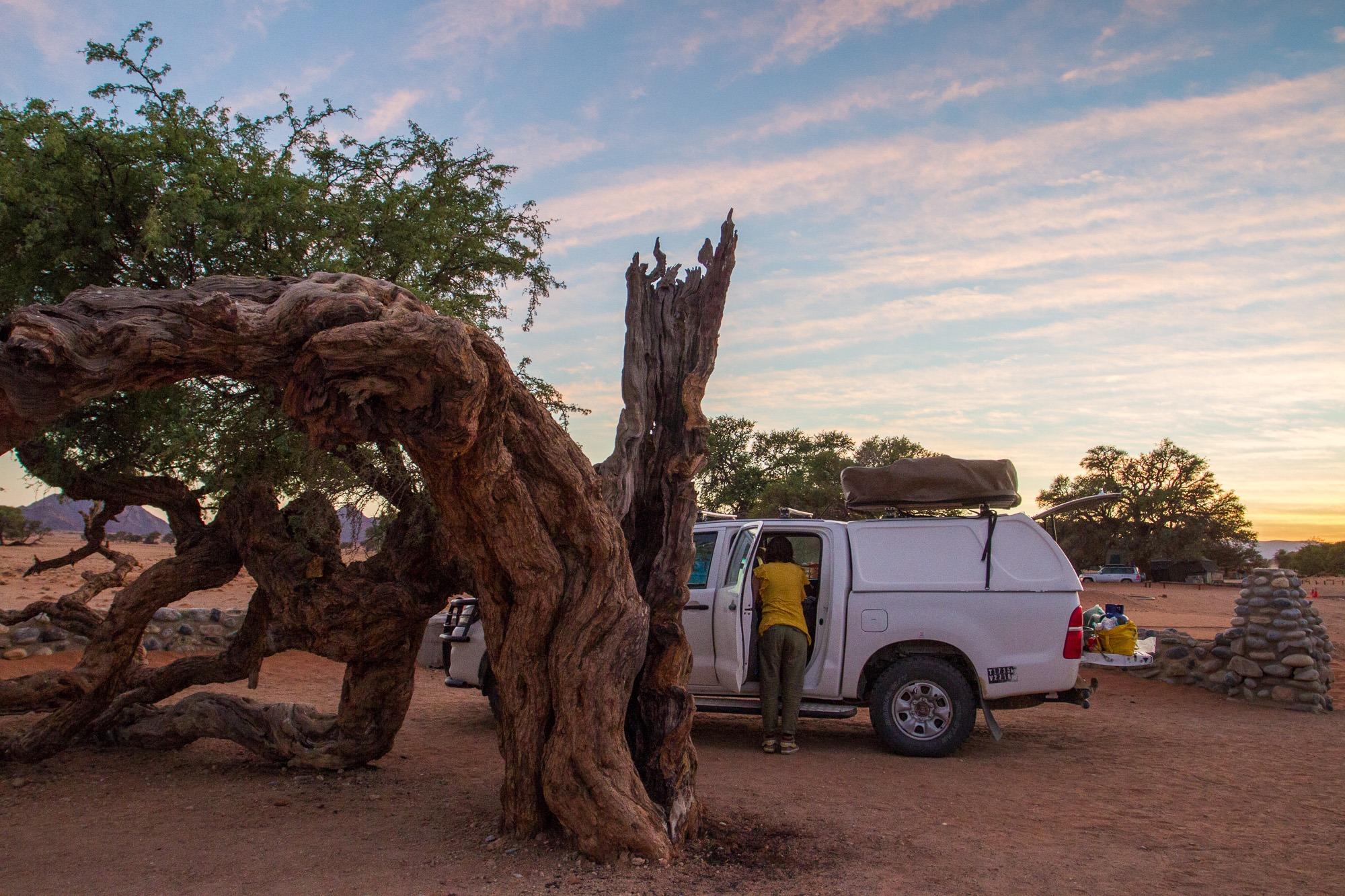 Toyata Hillux mit Dachzelt Sesriem Rest Camp Namibia