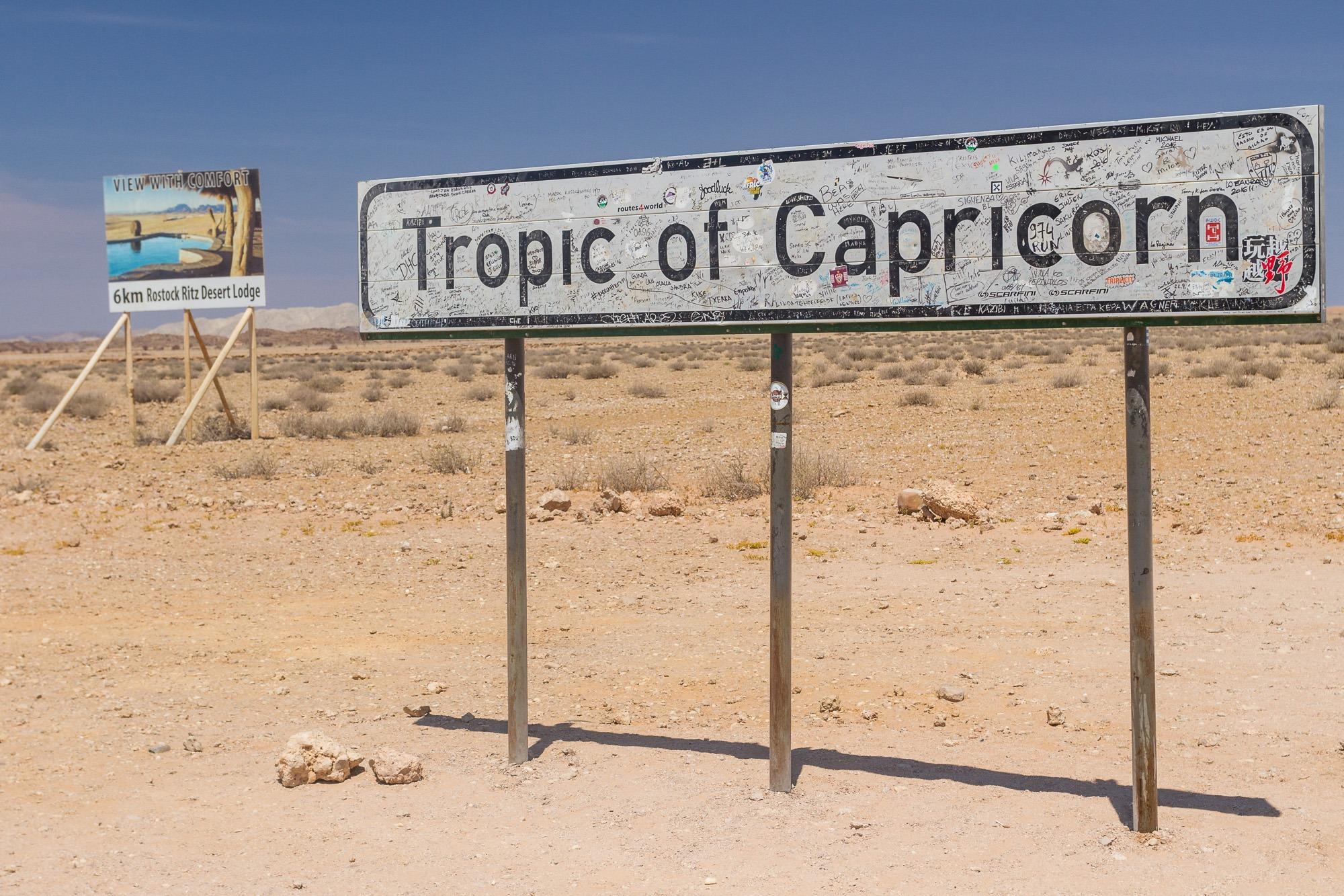 Schild des südlichen Wendekreises in Namibia