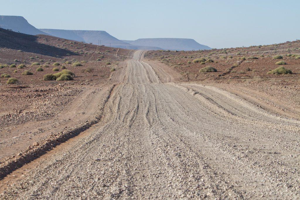 Schotterpiste im Damaraland in Namibia