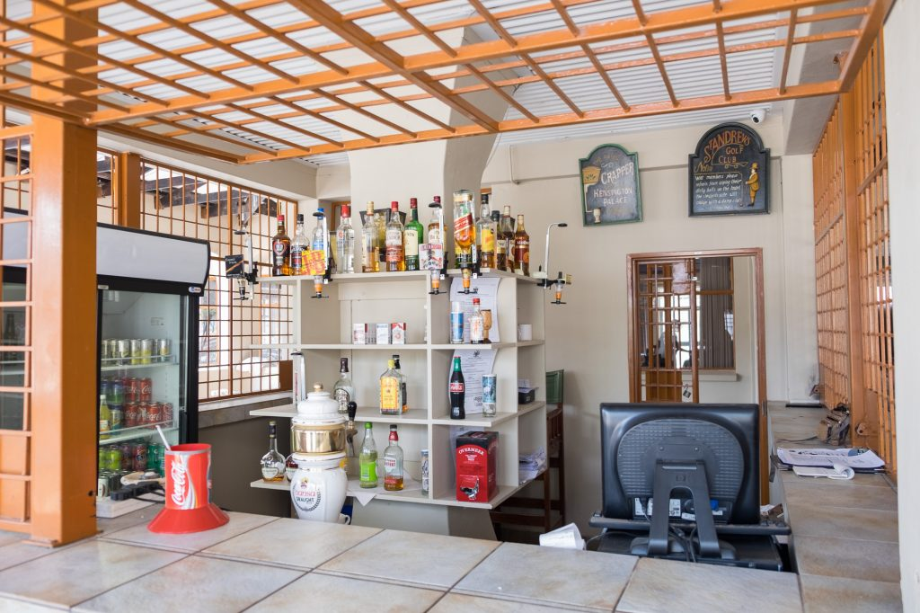Bar im Namutoni Camp im Etosha Nationalpark in Namibia