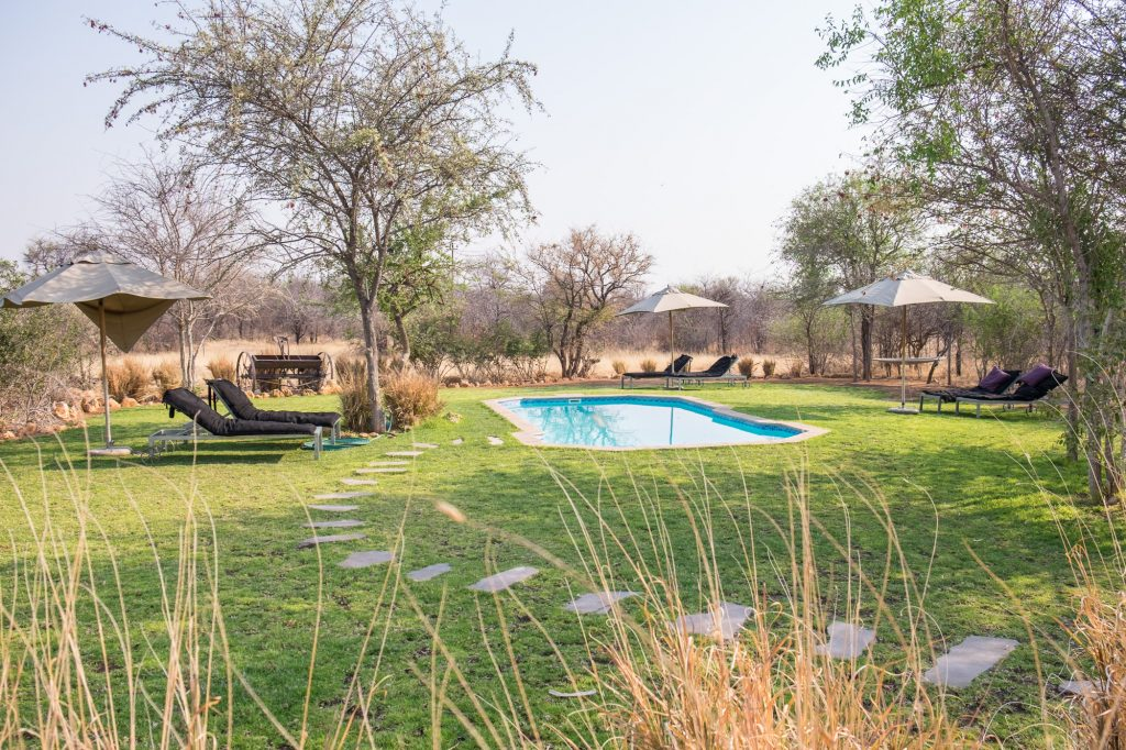 Pool der Tamboti Luxury Campsite nahe Etosha in Namibia