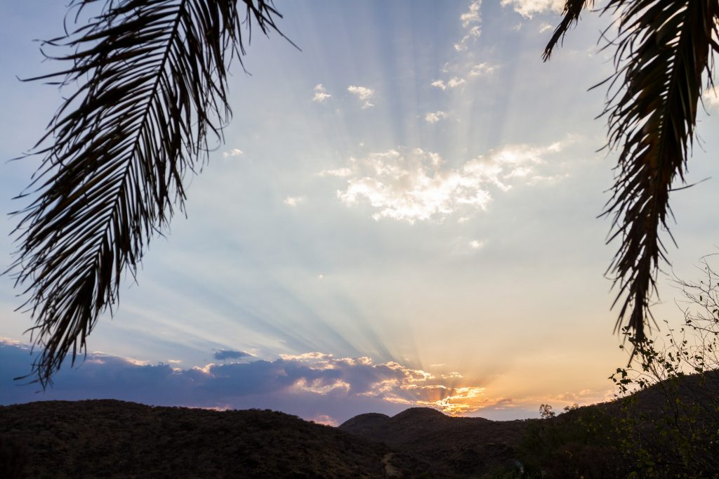 Sonnenuntergang vom Balkon der Duesternbrook Guest Farm, Namibia