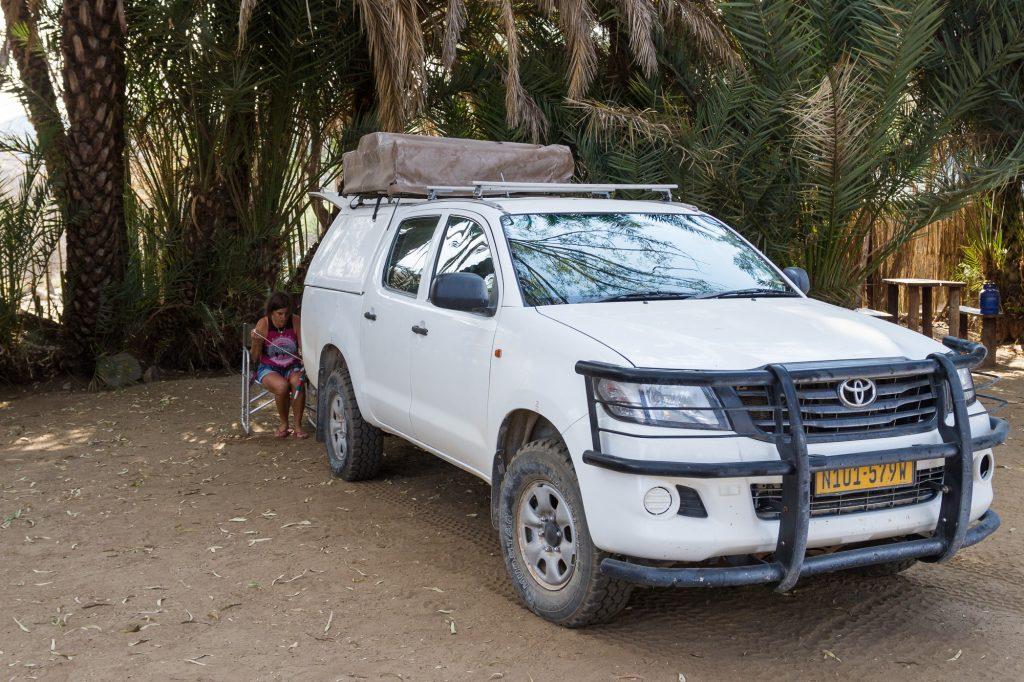Toyota Hillux mit Dachzelt auf der Campsite der Duesternbrook Guest Farm