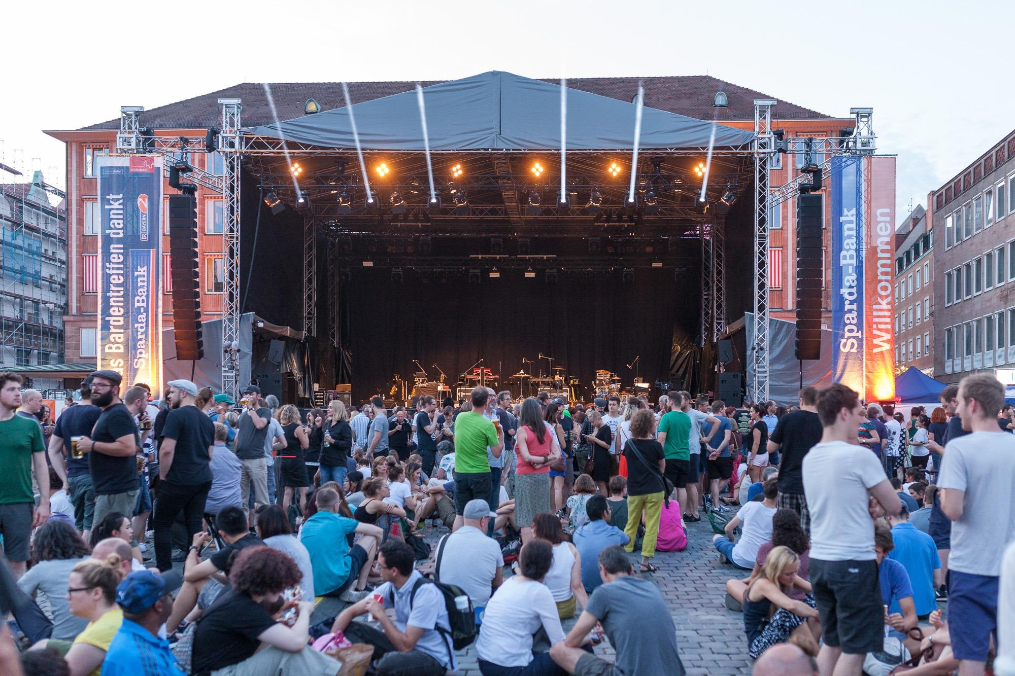 Bühne auf dem Hauptmarkt beim Bardentreffen 2018 in Nürnberg