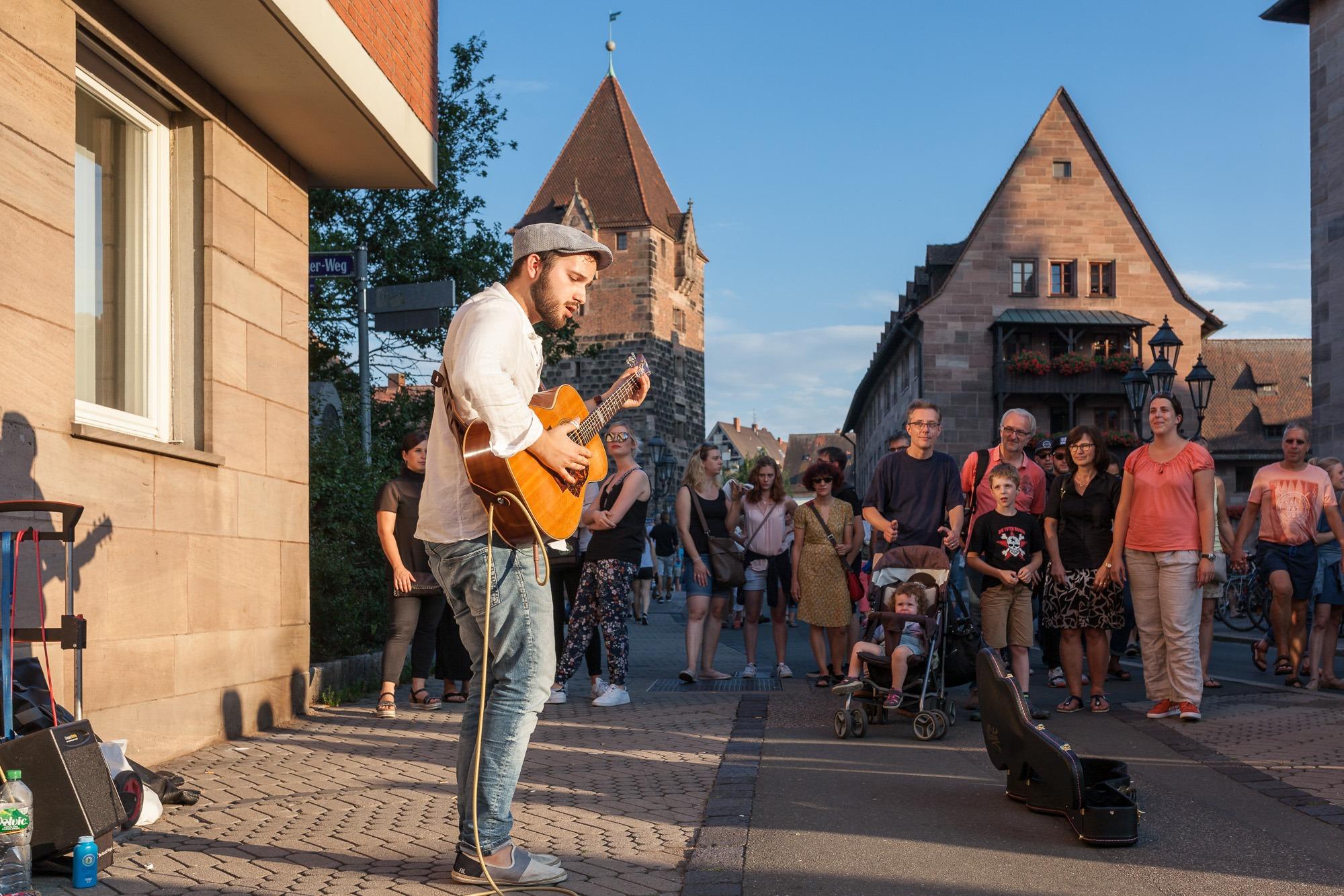 Sänger mit Gitarre Bardentreffen 2018